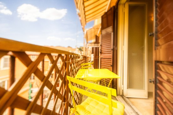 Breakfast Table Ledge Terrazzo Colazione Tavolino sun of rome spring apartment